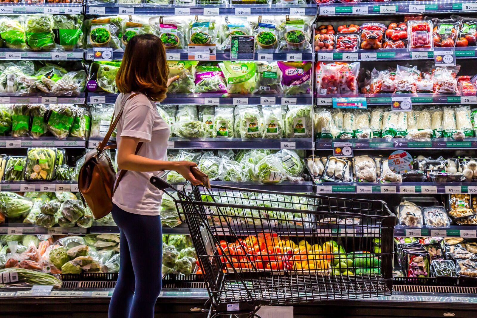 Woman looking at vegetable in supermarket | Photo: Shutterstock