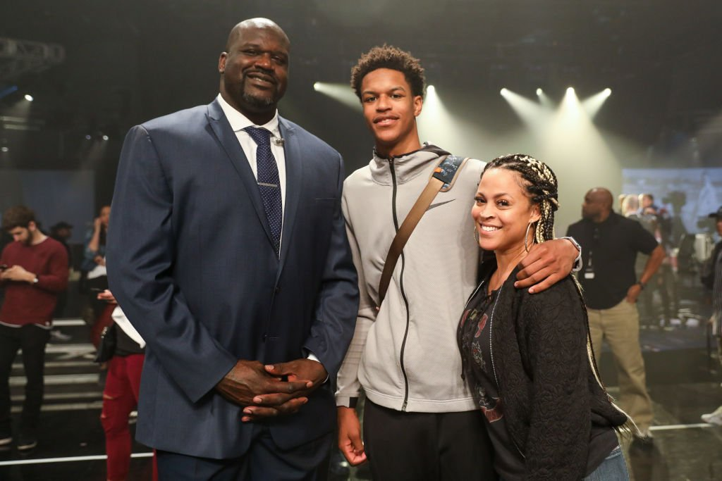 Shareef O'Neal (C) poses with his parents Shaquille O'Neal (L) and Shaunie O'Neal (R) at the Jordan Brand Future of Flight Showcase | Photo: Getty Images