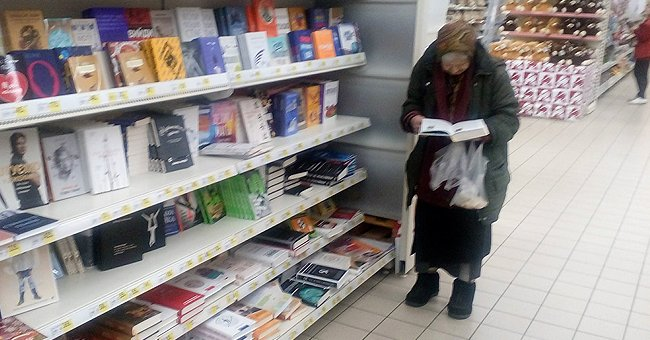 Woman Comes to the Supermarket for 15 Years to Read Books for Free [Story of the Day]