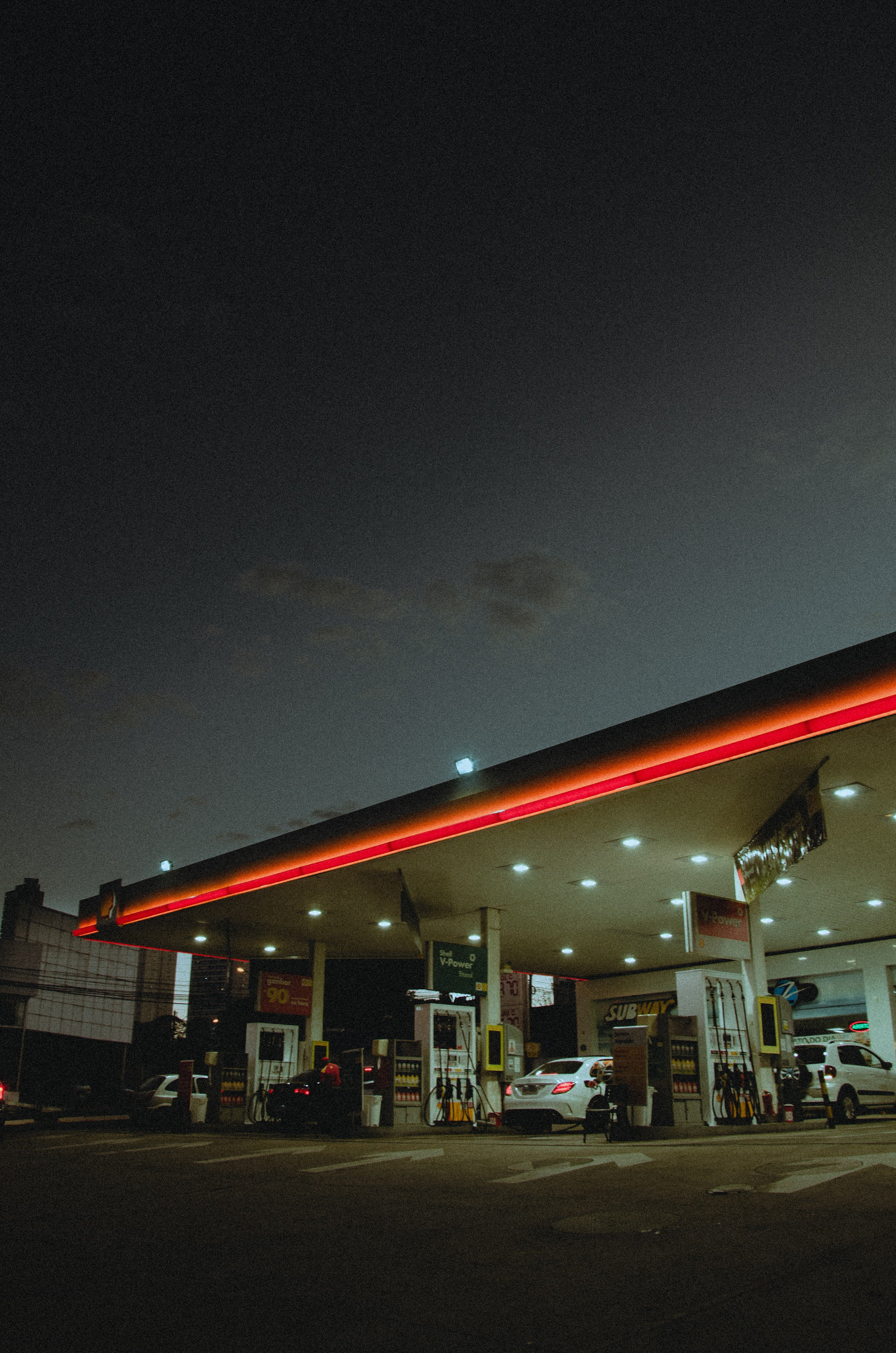 I bumped into John at a gas station—it was truly a strange coincidence | Source: Pexels