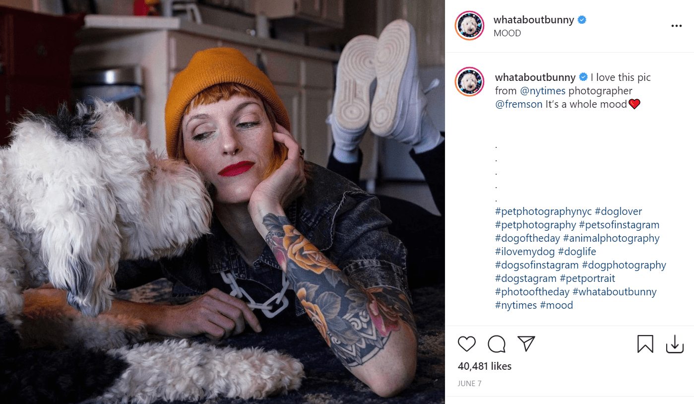 Alexis Devine and her adorable dog Bunny. | Photo: Instagram/whataboutbunny