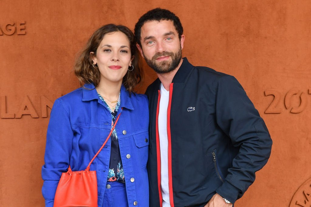 Alysson Paradis and her companion Guillaume Gouix attend the 2019 French Tennis Open - Day Ten at Roland Garros on June 04, 2019 in Paris, France. | Photo : Getty Images