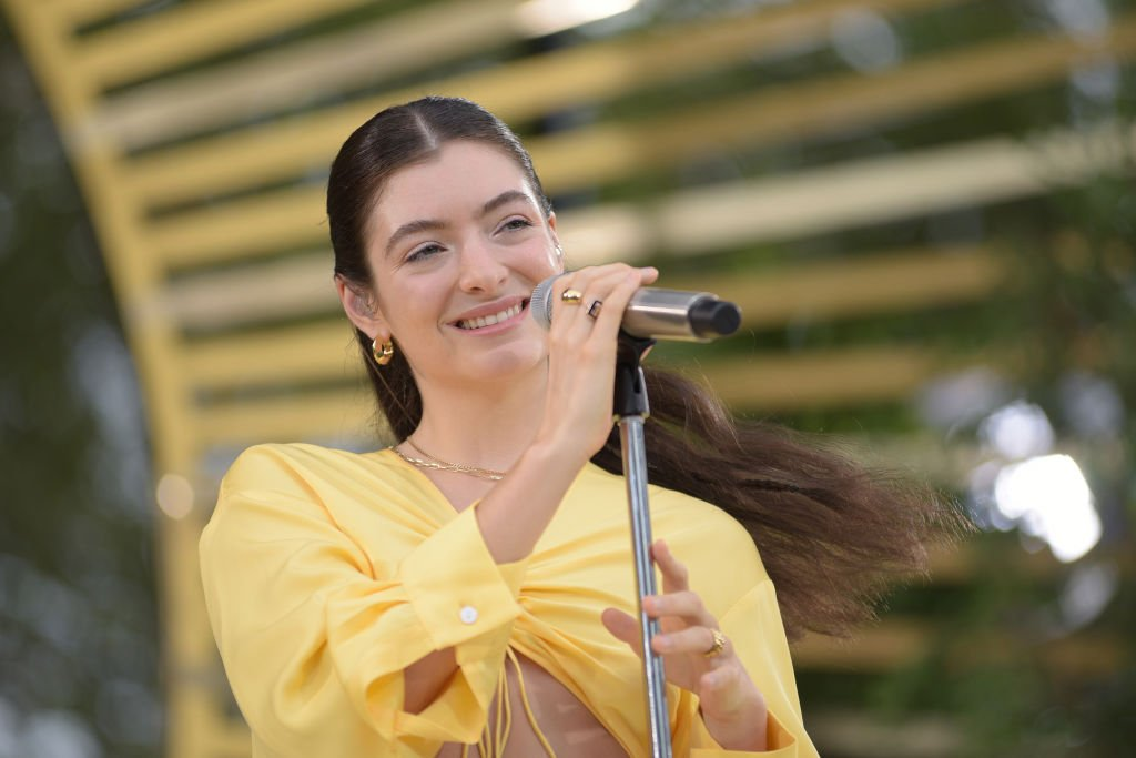 Lorde performs on Good Morning America, August 2021 | Source: Getty Images