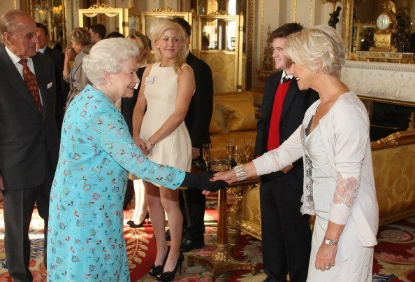 Queen Elizabeth II meets with Dame Helen Mirren at a performing Arts reception at Buckingham Palace in London | Photo: Getty Images