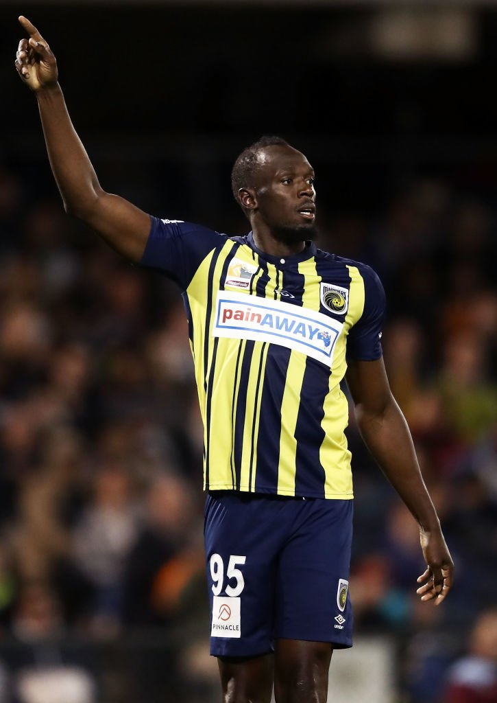 Usain Bolt joue au football. | Getty Images
