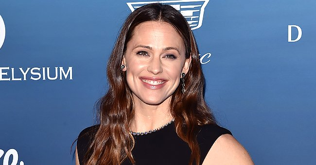 Watch Jennifer Garner's Hilarious Tribute to Traveling & Tight Jeans Amid the COVID-19 Pandemic