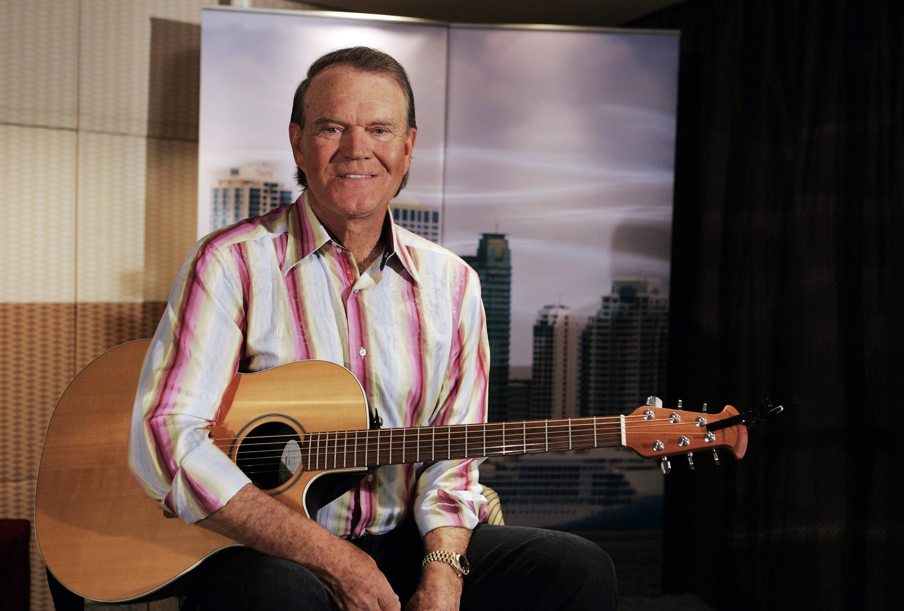 Glen Campbell poses during a photo call at the Shangri-La Hotel Sydney on January 30, 2008  | Photo: GettyImages