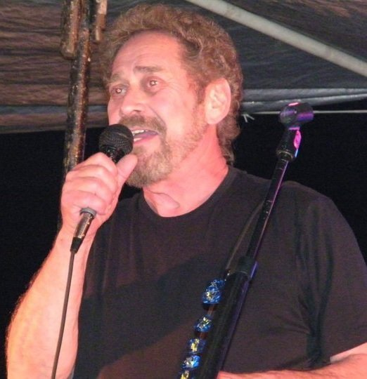 Earl Thomas Conley country singer in concert, 2011 | Photo: Wikimedia Commons Images
