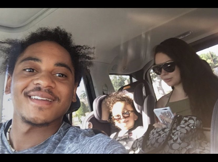 Corde Broadus, Jessica Kyzer and the son Zion Broadus sitting in a car, 2017 | Source: Jessica Kyzer