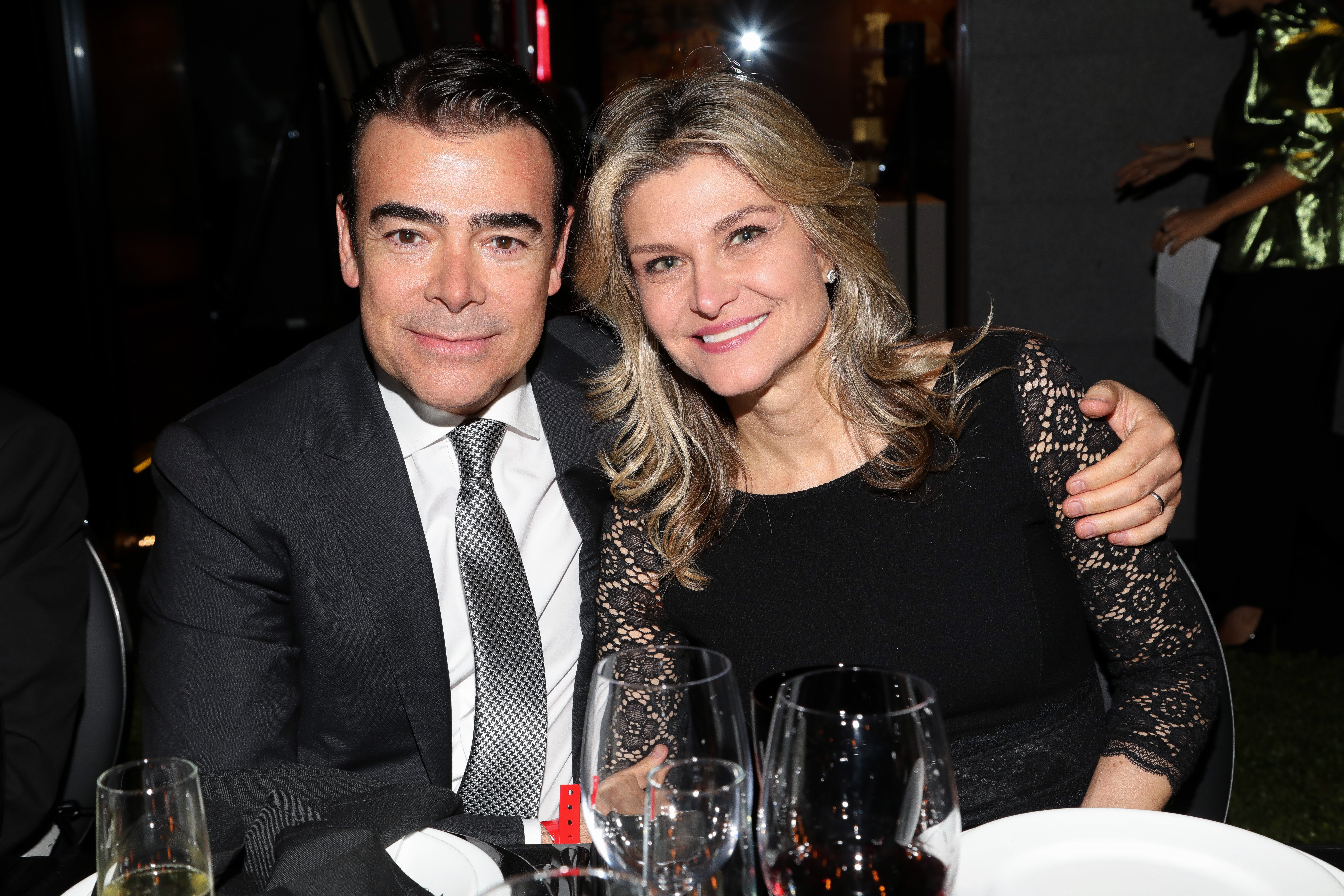 Tono Mauri poses alongside his wife Carla Aleman during the amfAR gala dinner on February 5, 2019 in Mexico City, Mexico | Photo: Getty Images
