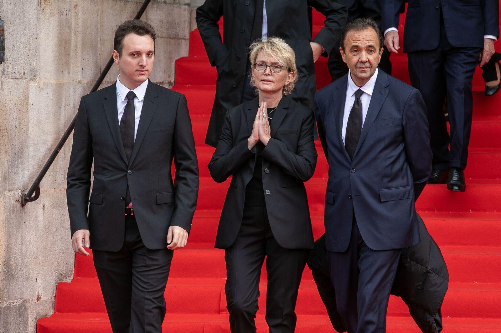 Les familles Chirac, remercient le public à l'occasion des funérailles de l'ancien président français Jacques Chirac, à Paris.  | Photo : GettyImage