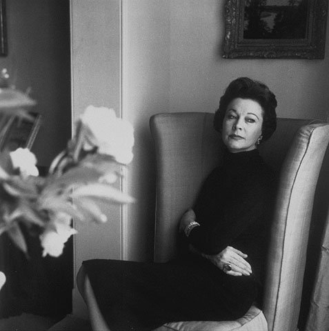 Vivien Leigh photographed by Roloff Beny at her home 1958 | Source: Wikimedia