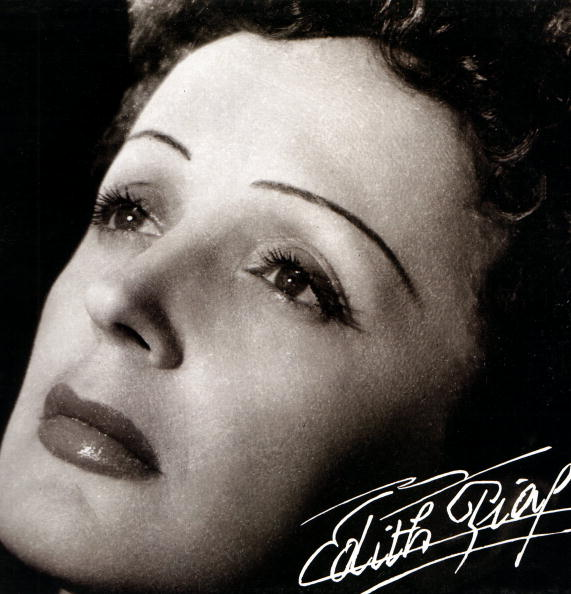 Photo d'Edith PIAF ; Portrait posé d'Edith Piaf | Photo : GettyImage