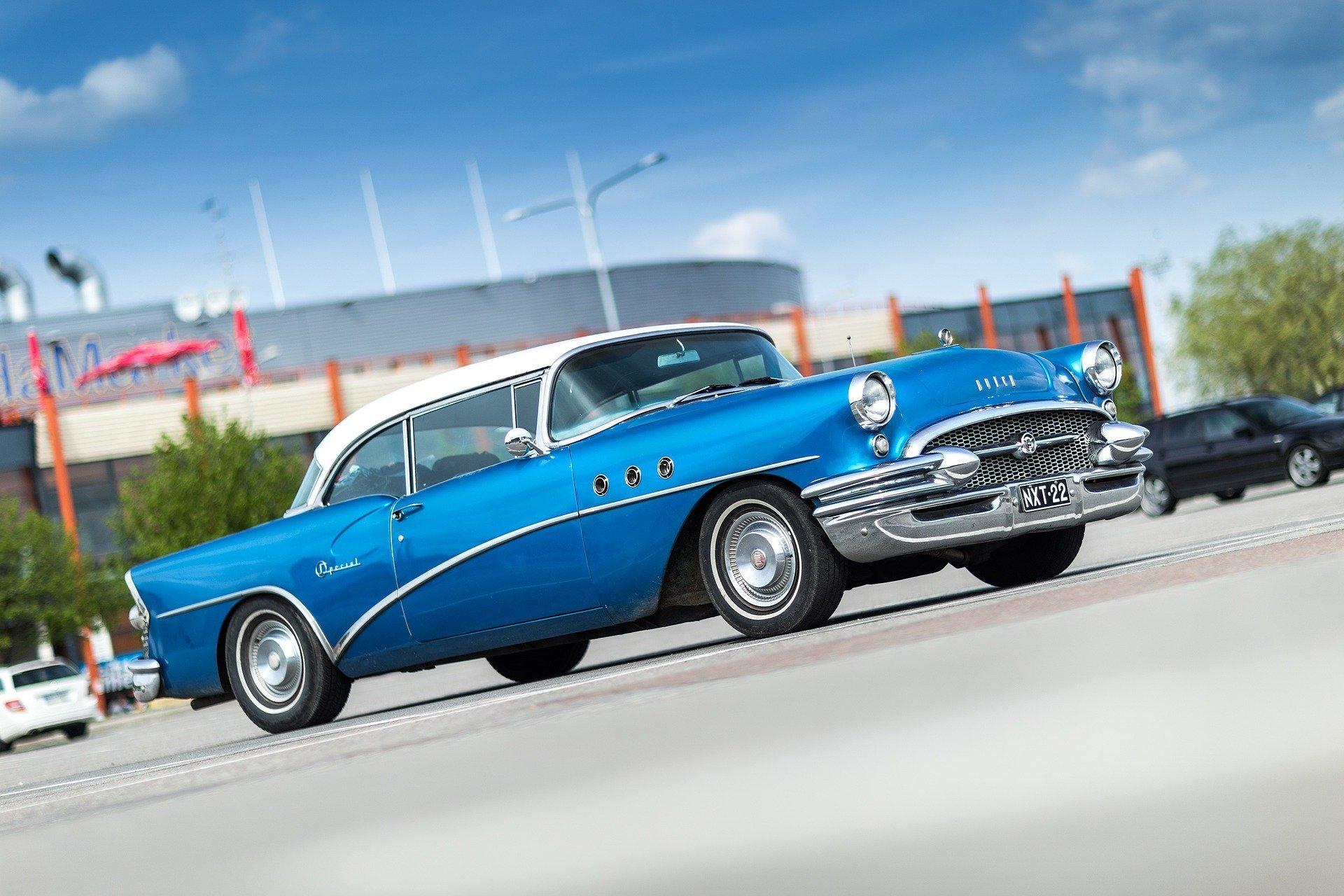 A blue Buick. | Source: smarko/Pixabay