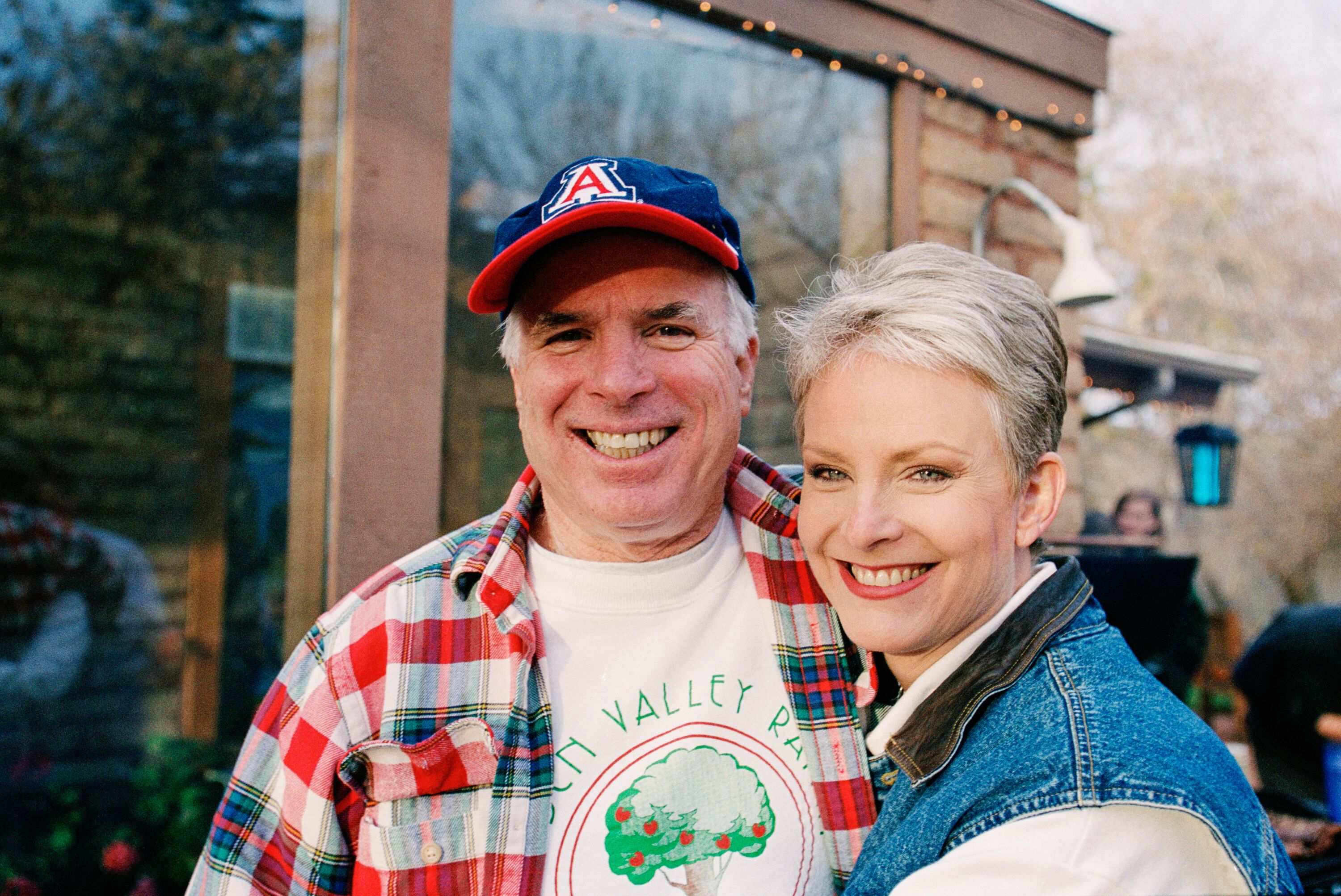 SEDONA, AZ -- MARCH 9: Presidential candidate John McCain (L) and his wife, Cindy McCain, smile for the camera at their family ranch, March 9, 2000 near Sedona, Arizona. (Photo by David Hume Kennerly/Getty Images)