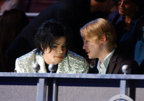 Michael Jackson and Macaulay Culkin at the Madison Square Garden in New York City, New York. | Source: Getty Images.