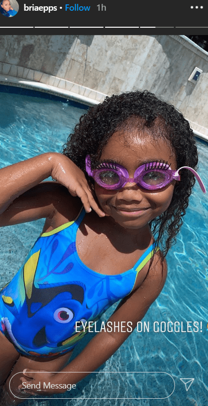 Skylar striking poses in the pool as she shows off her adorable googles   Photo: Instagram/briaepps