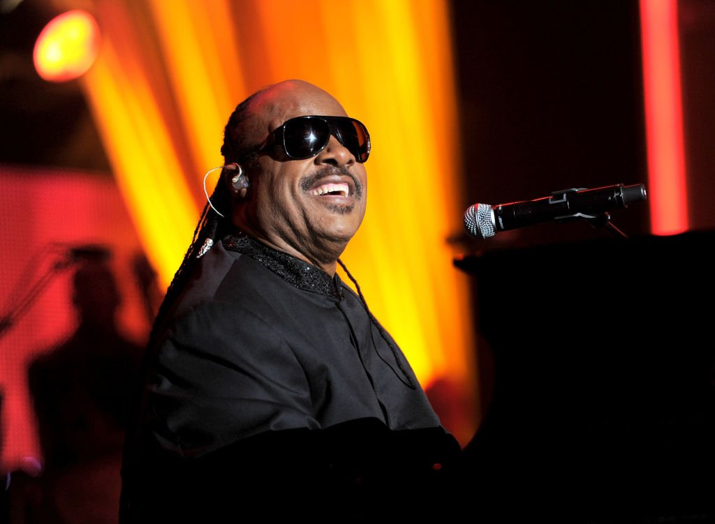 Stevie Wonder, 2011 MusiCares Person of the Year, Tribut für Barbra Streisand, Los Angeles | Quelle: Getty Images
