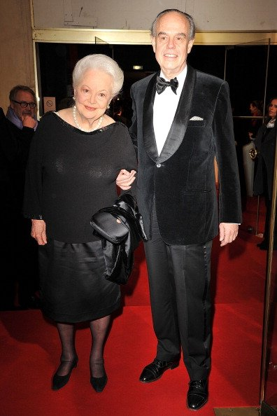 Olivia de Havilland, Frederic Mitterrand, Cesar Film Awards 2011 | Quelle: Getty Images