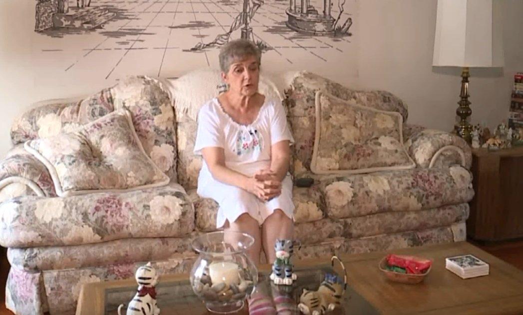 Nancy Segula de Garfield Heights dans l'Ohio. Une femme de 79 ans qui est allée en prison pour avoir nourri des chats errants. | Image: YouTube / FOX 8 Nouvelles Cleveland