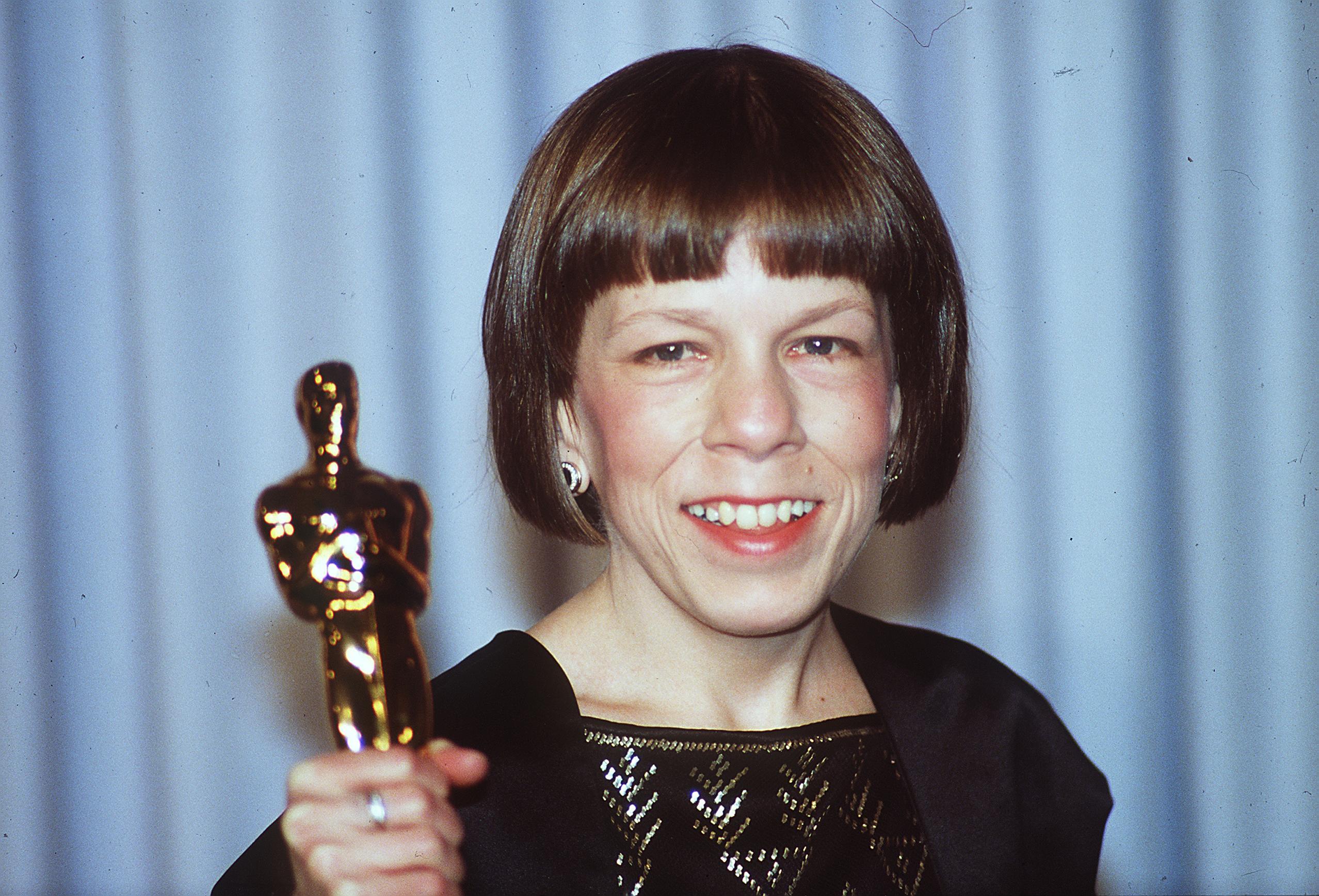 Eine junge Linda Hunt bei Preisverleihung (Oscar-Verleihung) | Quelle: Getty Images/Global Images Ukraine