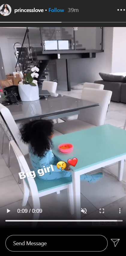 A screenshot from a clip of Princess Love's daughter Melody eating on her custom dinning. | Photo: Instagram/Princesslove