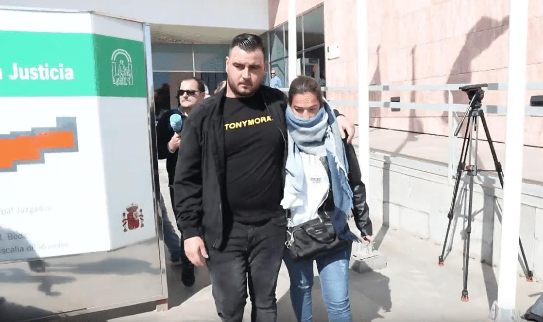José Roselló y Vicky García, padres de Julen, el pequeño que murió en un pozo en Totalán, en Málaga. | Imagen: YouTube/Europa Press Andalucía
