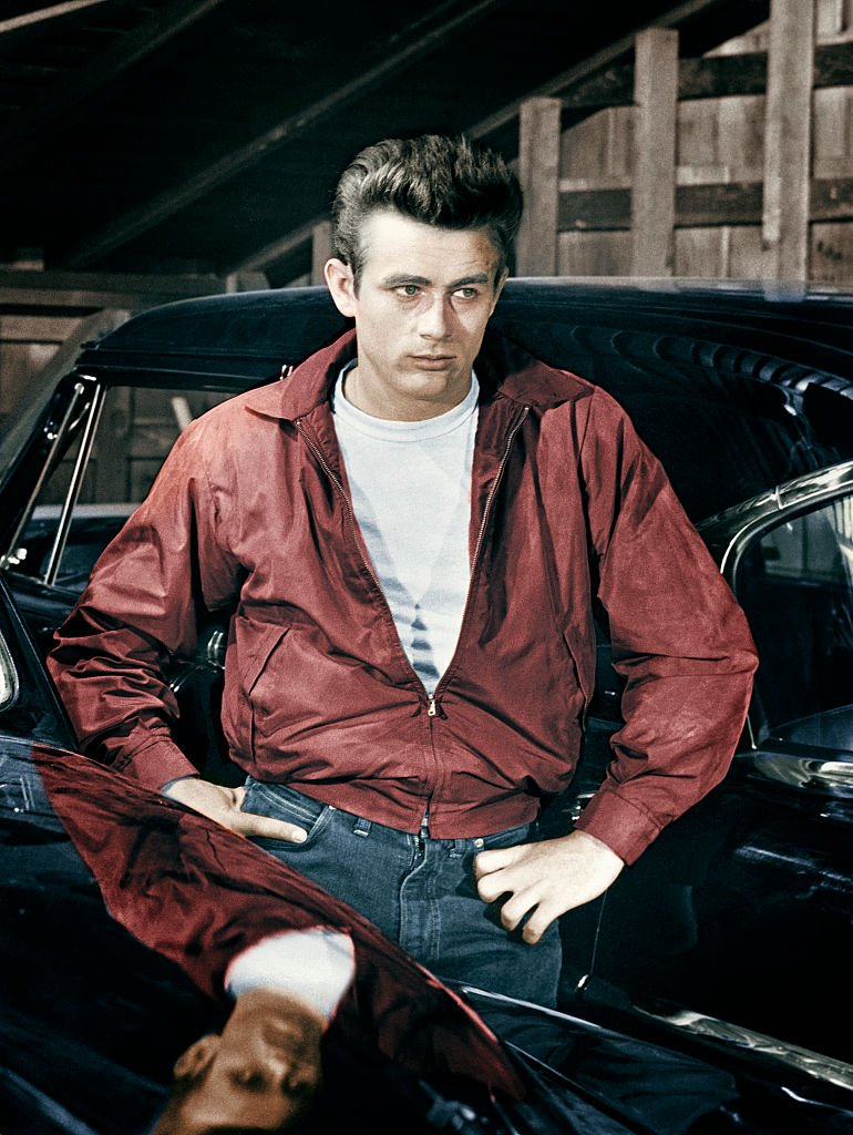 "James Dean joue Jim Stark dans le film ""Rebel Without a Cause"". 