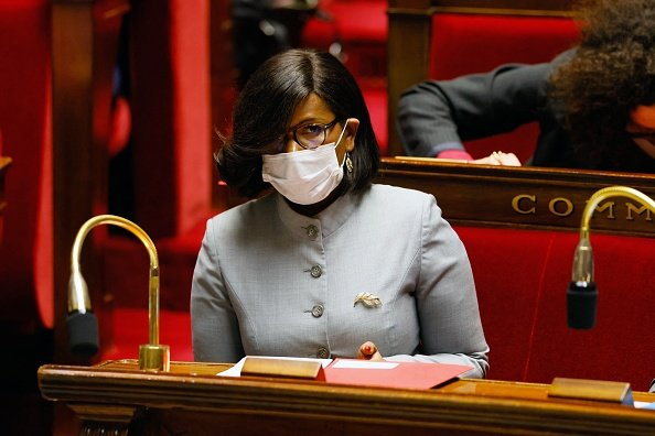 Elisabeth Moreno assiste à une séance de questions au gouvernement à l'Assemblée nationale.|Photo : Getty Images
