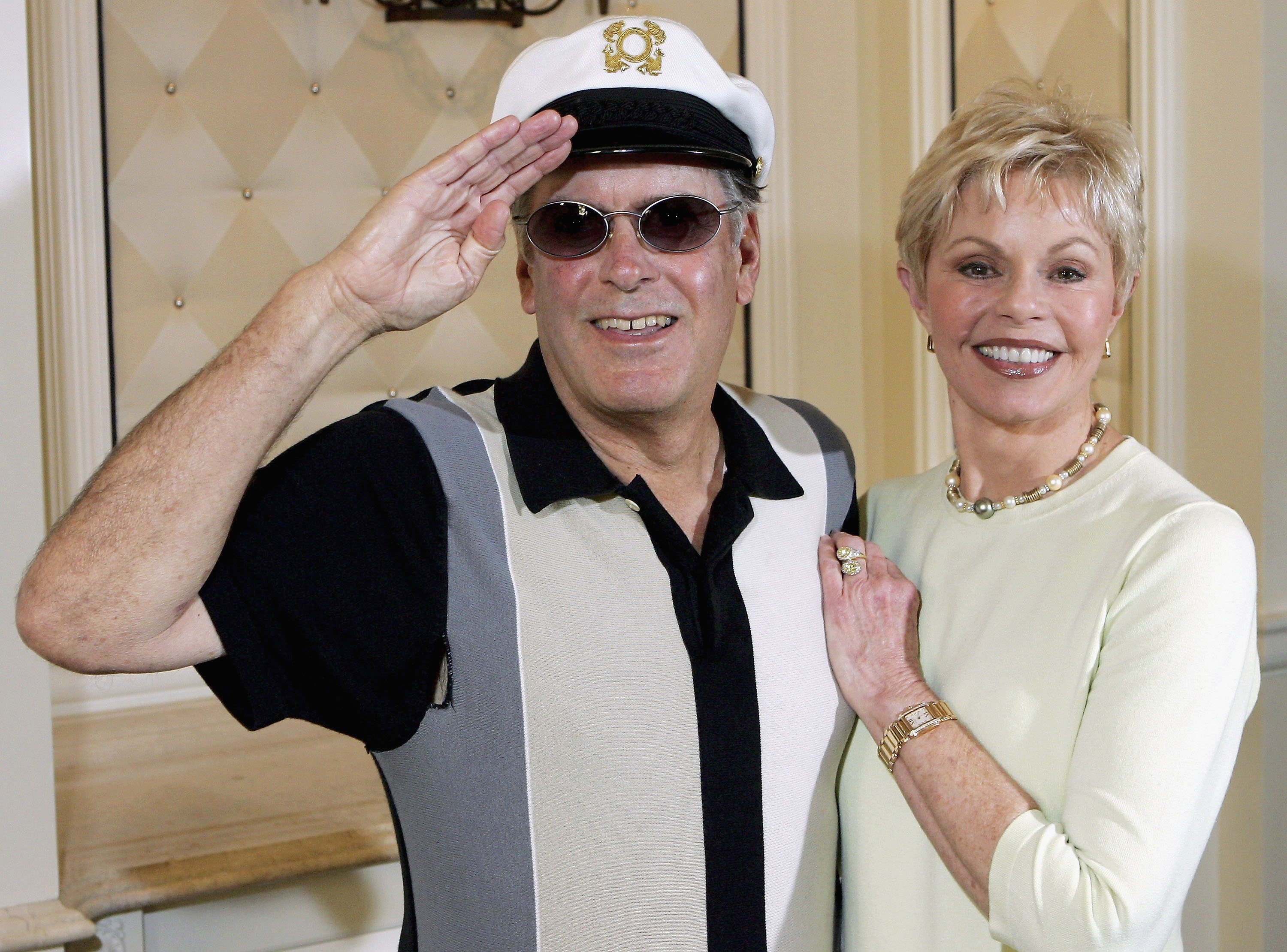 """Captain"" Daryl Dragon and Toni Tennille at the Video Software Dealers Association's annual home video convention,  July 27, 2005  