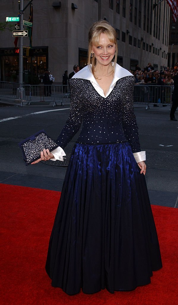 Shelley Long arrive for the NBC 75th Anniversary celebration taking place live in Studio 8H in Rockefeller Center in New York City, May 5, 2002 | Photo: GettyImages