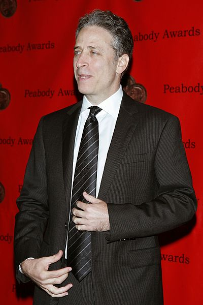 Jon Stewart at the 65th Annual Peabody Awards Luncheon  at Waldorf Astoria Hotel New York, NY USA  June 5, 2006. | Source: Wikimedia Commons