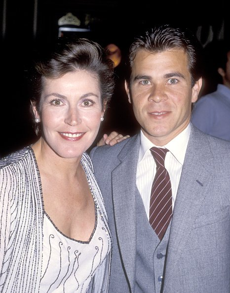 Helen Reddy and Milton Ruth pose for photographs on July 9, 1986 at the Beverly Hilton Hotel in Beverly Hills, California. | Photo: Getty Images