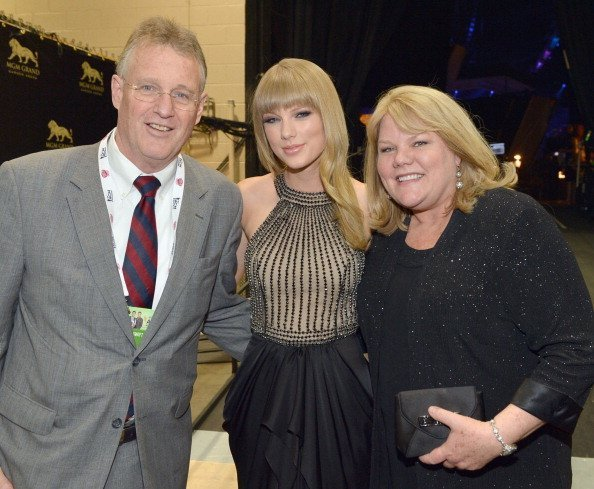 Scott Swift, singer Taylor Swift and Andrea Swift attend the 48th Annual Academy of Country Music Awards at the MGM Grand Garden Arena on April 7, 2013 | Photo: Getty Images