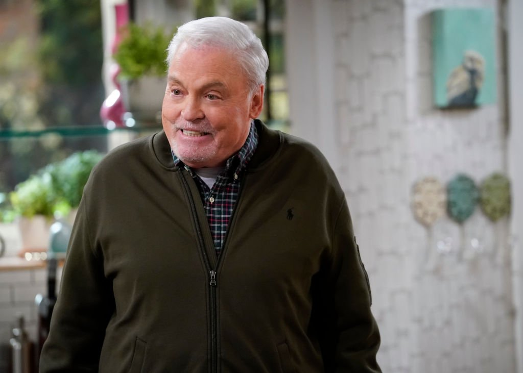 """Stacy Keach on the set of """"Man With A Plan"""", October 2019   Source: Getty Images"""