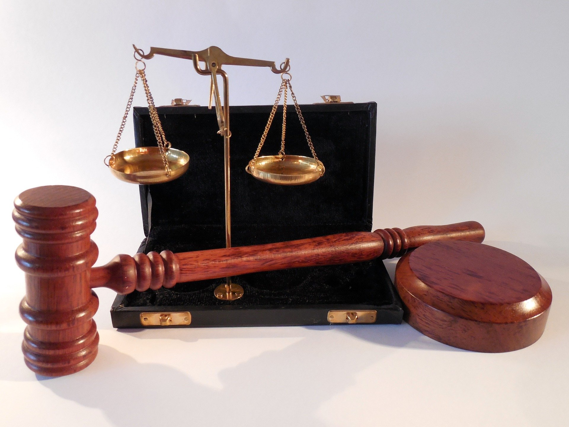 A hammer and scales illustrative  the judicial system. | Source: Pixabay.