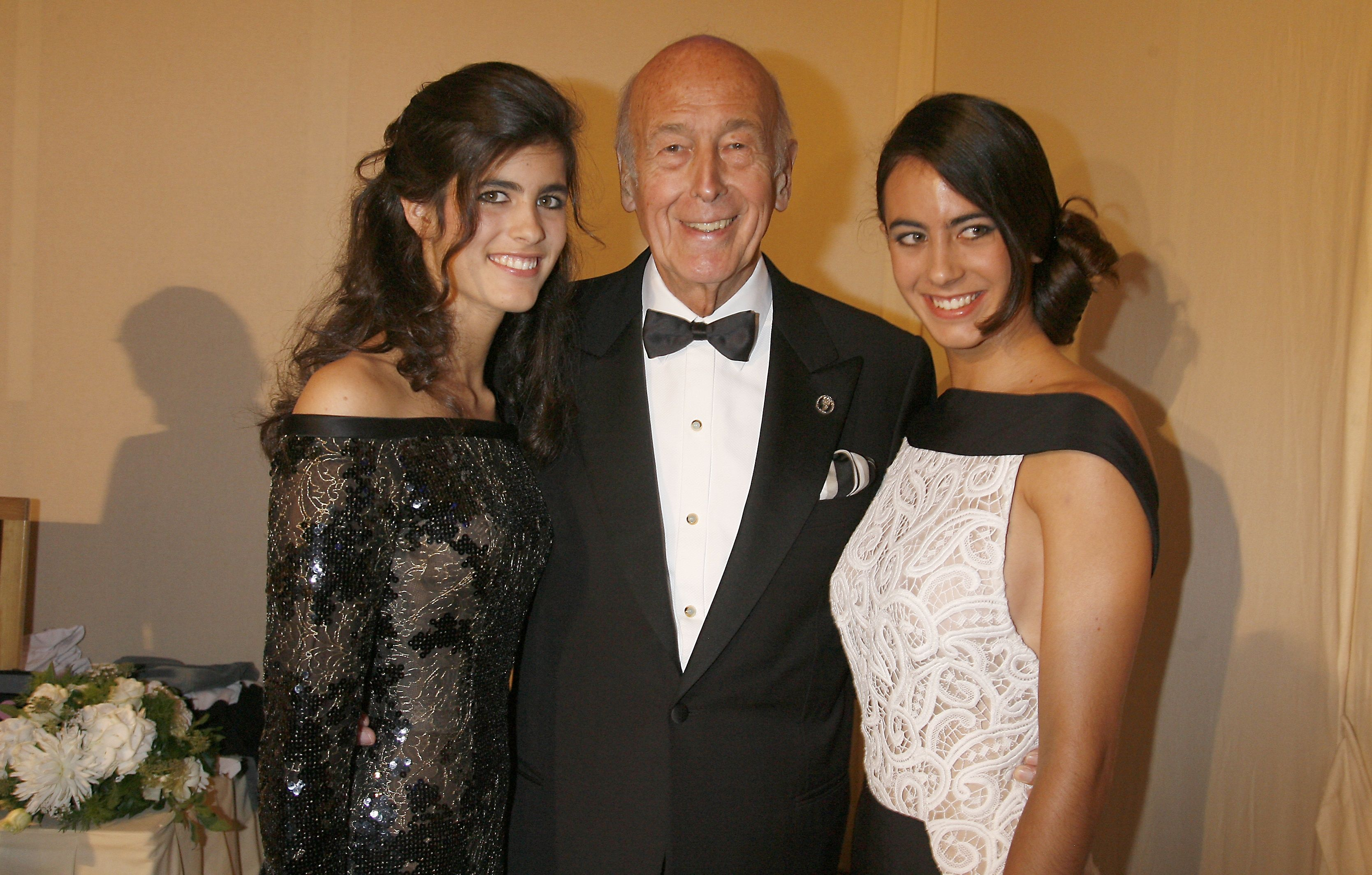 Valéry Giscard d'Estaing et ses filles à Versailles, France, le 7 octobre 2007. | Photo : Getty Images