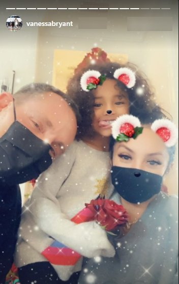 A selfie of Jeff Leatham, Vanessa Bryant, and her daughter Bianka with a Christmas filter.   Photo: Instagram/Vanessabryant