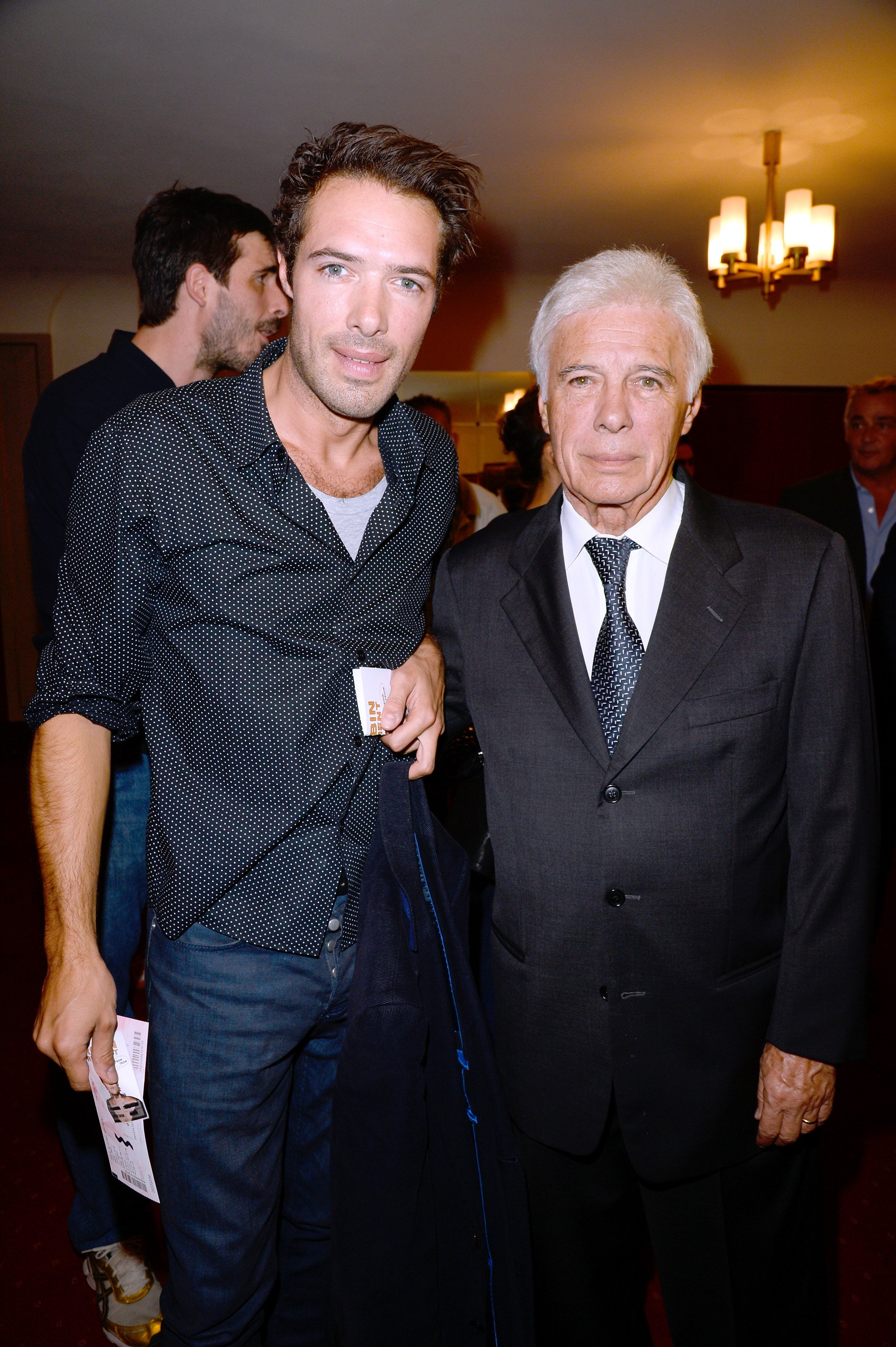 "Guy Bedos et son fils Nicolas Bedos assistent à la première du spectacle de Muriel Robin ""Robin revient 'Tsoin - Tsoin'"" au théâtre de la Porte Saint-Martin à Paris le 23 septembre 2013 à Paris, France. 
