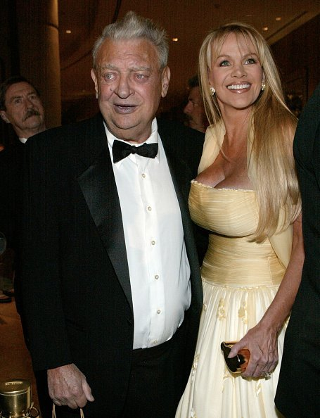 Rodney Dangerfield and his wife attend the Volunteers Of America Gala | Photo: Getty Images