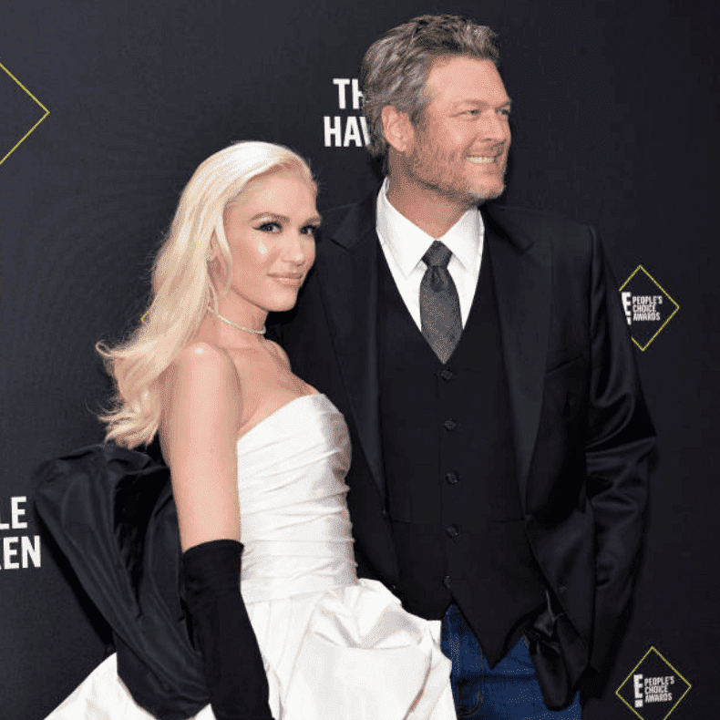 Gwen Stefani and Blake Shelton pose on the read carpet as they arrive at the 2019 E! People's Choice Awards, on November 10, 2019, in Santa Monica, California | Source: (Photo by Rodin Eckenroth/WireImage)