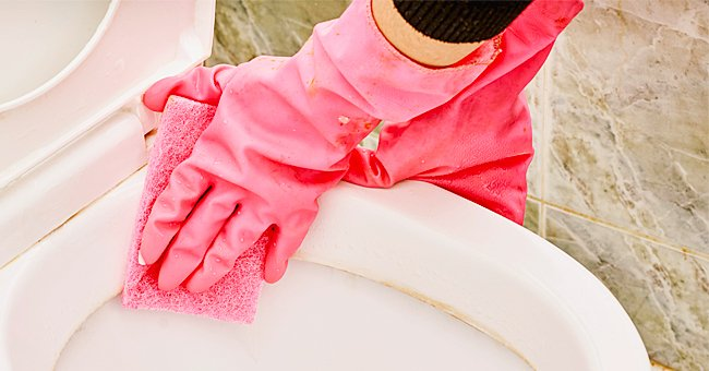 Common Mistakes to Avoid While Cleaning the Toilet