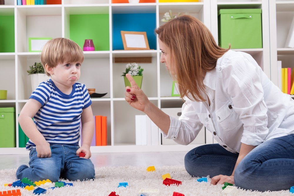 An angry mother scolding a disobedient child. | Photo: Shutterstock