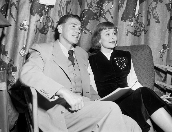 Ronald Reagan and Jane Wyman in Hollywood, California on November 17, 1947. | Photo: Getty Images