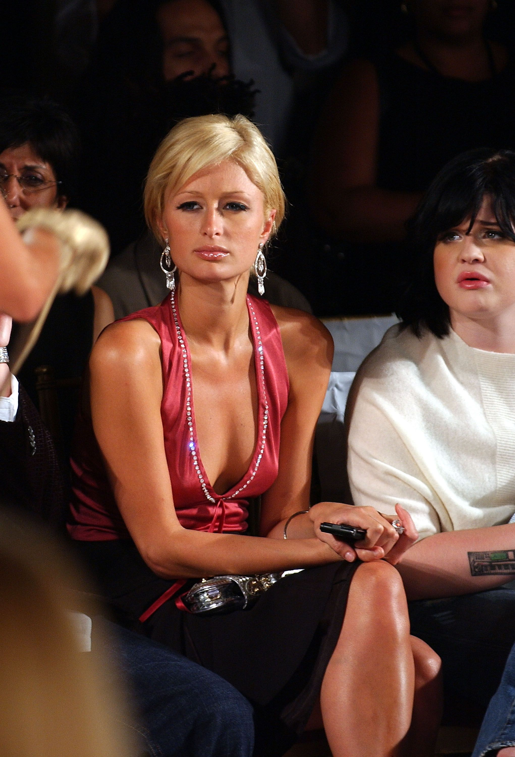 Paris Hilton and Kelly Osbourne at the Kai Milla Spring fashion show during Olympus Fashion Week on September 11, 2005, in New York City   Photo: Bryan Bedder/Getty Images