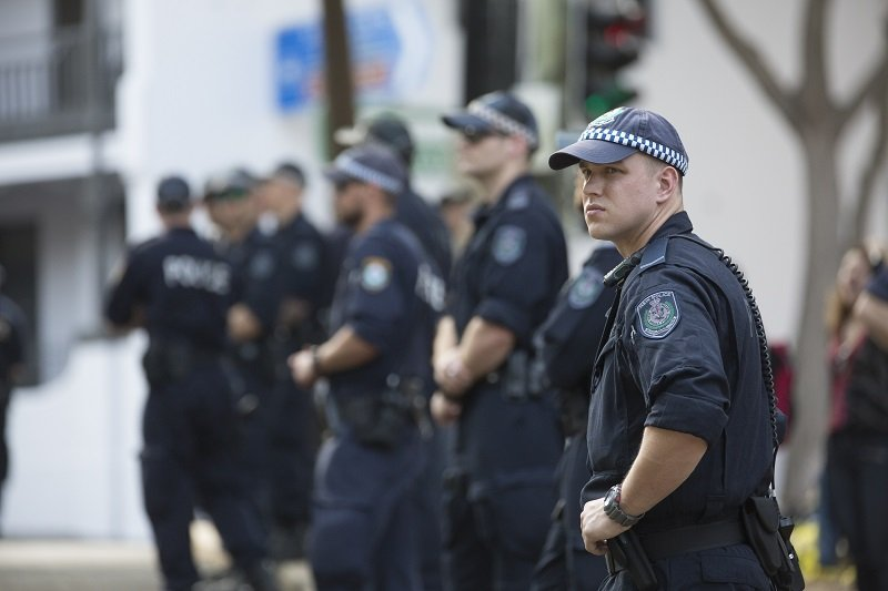 Policemen gathered together | Photo: Getty Images