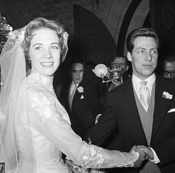 The wedding of Julie Andrews and Tony Walton at St Mary Oatlands Church, Weybridge, Surrey, on May 10, 1959. | Photo: Getty Images