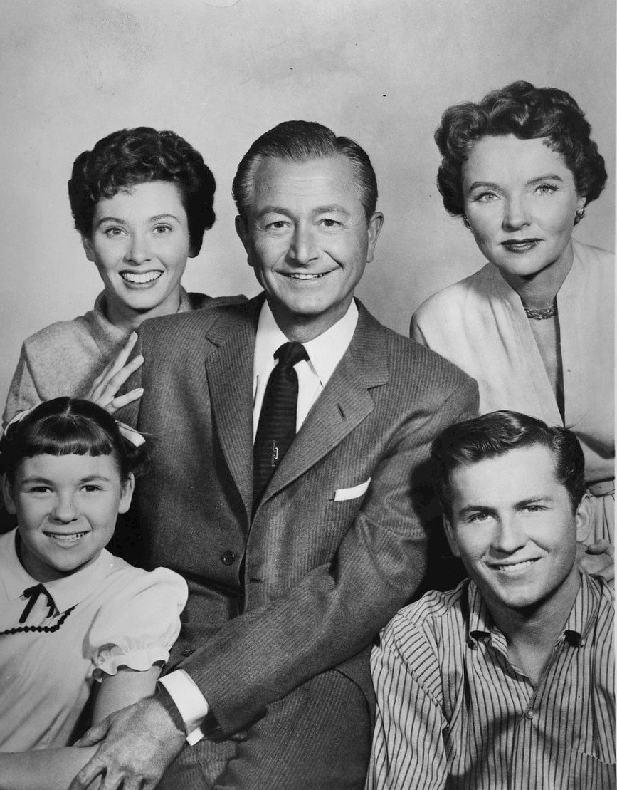 Cast photo of the Anderson family. Top row, from left: Elinor Donahue, Robert Young, Jane Wyatt. Bottom row, from left: Lauren Chapin, Billy Gray. Source: Wikimedia Commons.