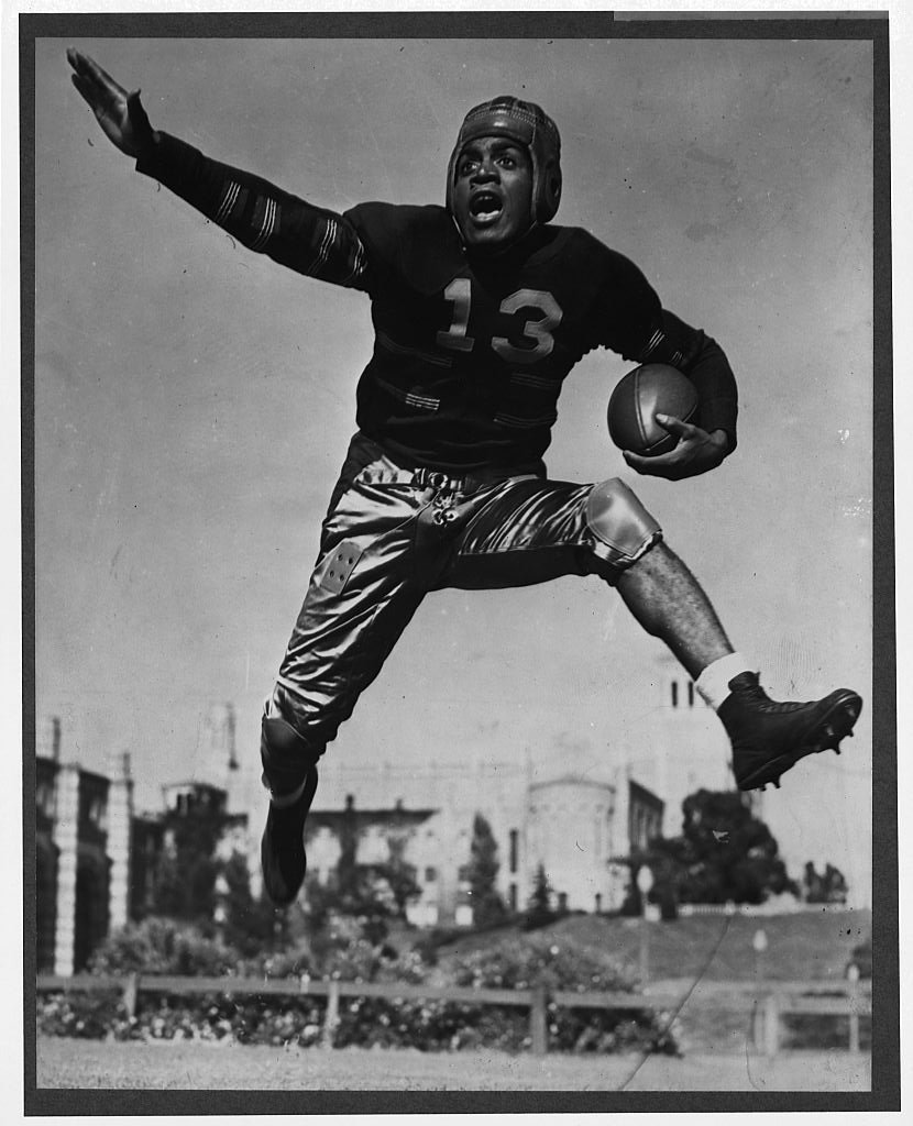 Kenny Washington leaped high into the air with a football on January 01, 1930 | Photo: Getty Images