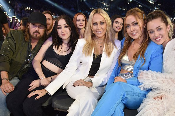Billy Ray Cyrus, Noah Cyrus, Tish Cyrus, Brandi Cyrus, and Miley Cyrus at T-Mobile Arena on May 21, 2017 in Las Vegas, Nevada. | Photo: Getty Images